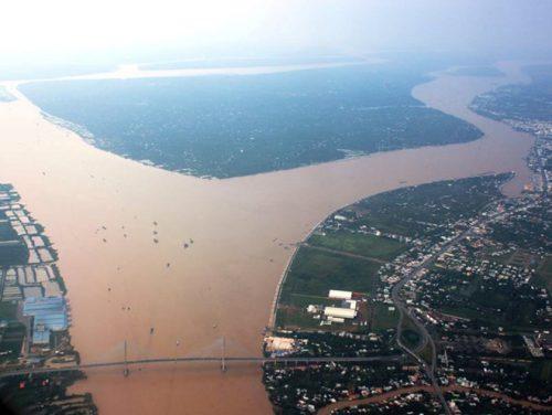 Nhiều thách thức trên dòng chính sông Mekong. (Ảnh: HC/Vietnam+)