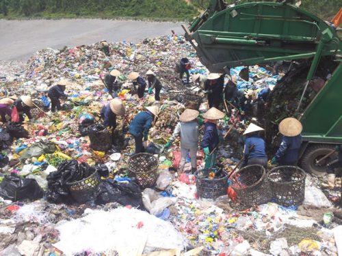 Hơn 90% rác thải rắn của Đà Nẵng hiện đang được chôn lấp ở Khánh Sơn.
