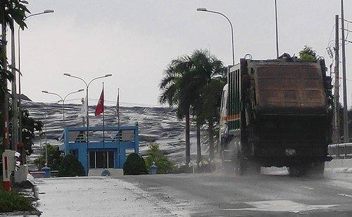 """Lập đường dây nóng nhận tin mùi hôi """"tấn công"""" Nam Sài Gòn"""