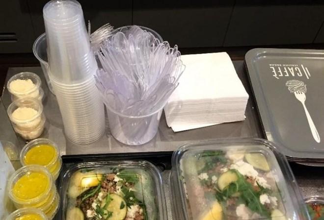 Pháp cấm hoàn toàn việc sử dụng hộp nhựa đựng thức ăn