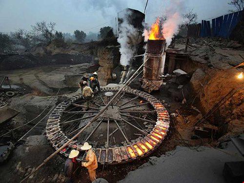 Hà Bắc là tỉnh ô nhiễm bậc nhất Trung Quốc, với ngành công nghiệp thép khổng lồ là thủ phạm. Ảnh: THE GUARDIAN