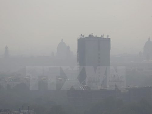 Khói mù ô nhiễm bao phủ bầu trời New Delhi, Ấn Độ ngày 28/10 vừa qua (Ảnh: AP/TTXVN)