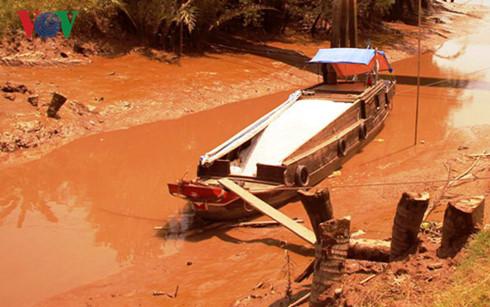 Công nghiệp gây ô nhiễm thách thức cho các dòng sông