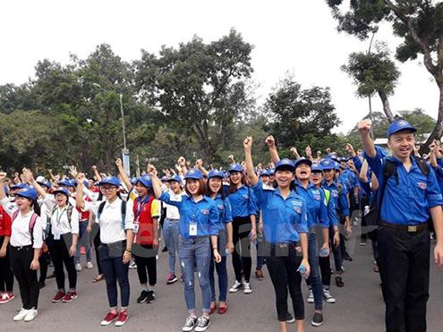 Các bạn trẻ tham gia chương trình cùng chạy để giúp trẻ em có nhà vệ sinh sạch và an toàn. (Ảnh: PV/Vietnam+)