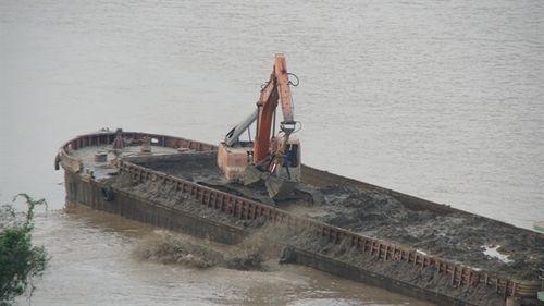 Hà Nội tiếp tục bắt giữ nhiều tàu khai thác cát sỏi trái phép