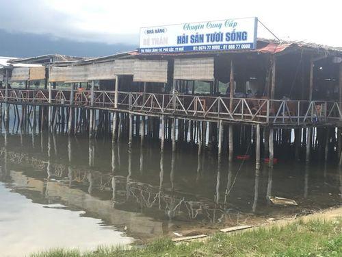 Ngoài không có giấy phép xây dựng, nhà hàng nổi này vẫn chưa được cấp phép mở bến thủy nội địa.