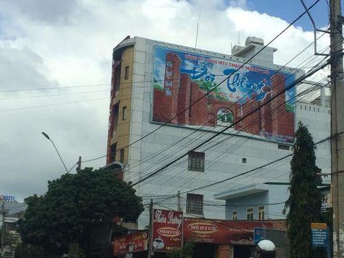 Công ty Mêhycô treo pano quảng cáo về khu du lịch xây dựng trái phép ngay trụ sở công ty