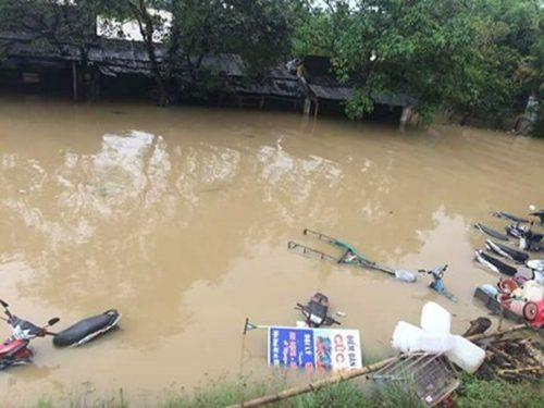 Các tỉnh miền Trung bị thiệt hại nặng nề do mưa lũ.