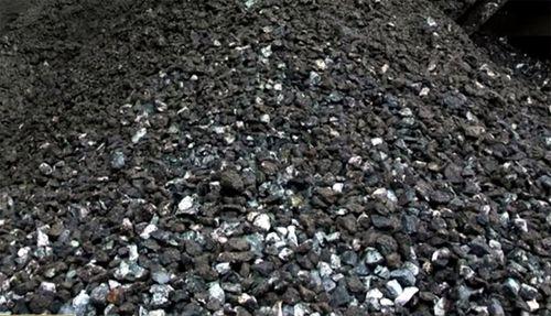 Liên quan đến vấn đề này, hồi tháng 8/2016, UBND tỉnh Yên Bái đã đề nghị Bộ Công Thương cho phép xuất khẩu quặng sắt tồn kho của một số DN trên địa bàn với sản lượng được báo cáo lên tới 400.000 tấn.
