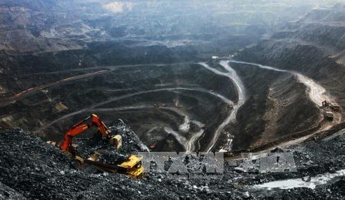 Trên khai trường mỏ than Khánh Hoà, tỉnh Thái Nguyên. Ảnh: Trọng Đạt/TTXVN.