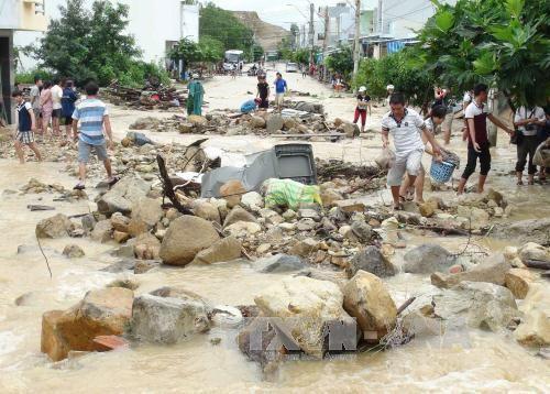 Đường phố Nha Trang đã hết ngập sau khi kênh thoát lũ Đường Đệ bị vỡ