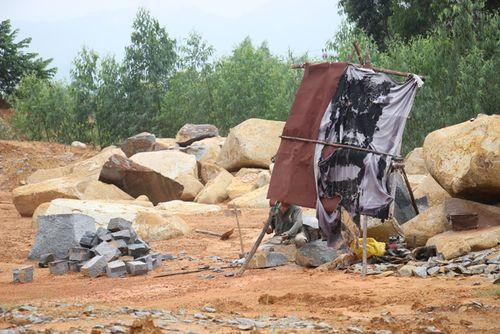 Bình Định: Núi đá tan hoang vì doanh nghiệp khai thác vô phép