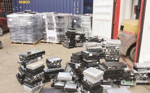 Hàng trăm container phế liệu tồn đọng tại cảng biển TP.HCM
