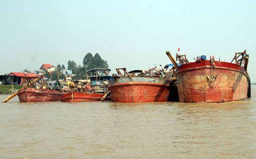 """Bắt 4 tàu """"cát tặc"""" trên sông Lục Nam"""