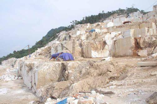 Chấn chỉnh hoạt động khai thác cát trắng ở Phong Điền