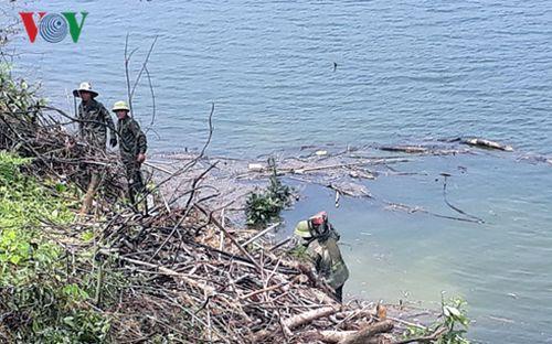 Xử lý môi trường hồ Ngàn Trươi: Khẩn trương nhưng khó sạch