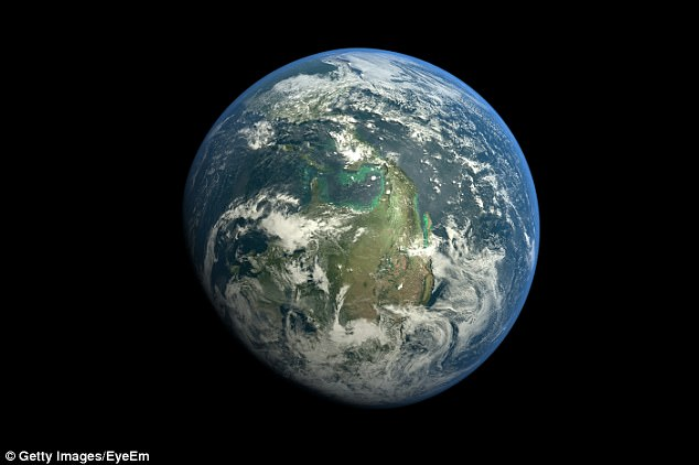 Stephen Hawking cảnh báo con người nên rời Trái đất trong vòng 100 năm tới
