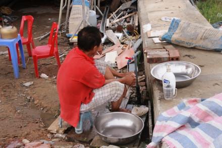 Nhiều hộ dân khát nước quay quắt ở khu tái định cư mới