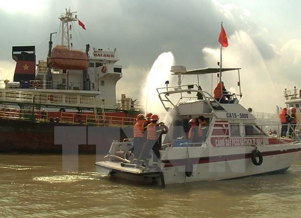 Hải Phòng yêu cầu khẩn trương xử lý hậu quả nổ tàu chở 3.900m3 xăng