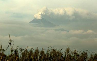 Núi lửa Popocatépetl ở Mexico phun cột tro bụi cao tới 2km