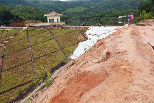 Nỗi lo mất an toàn tại các hồ chứa nước