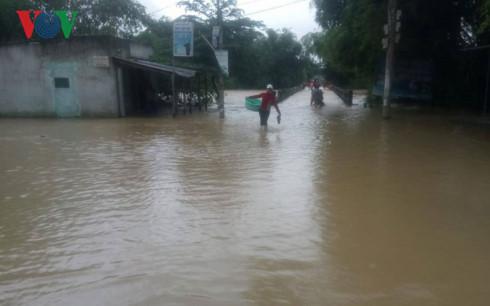 Thủy điện ở miền Trung xả lũ, nhiều nơi ngập lụt