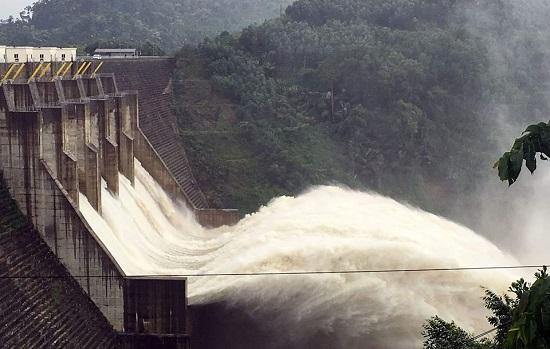 Thủy điện xả lũ kết hợp mưa lớn nguy cơ ngập lụt trên diện rộng tại miền Trung
