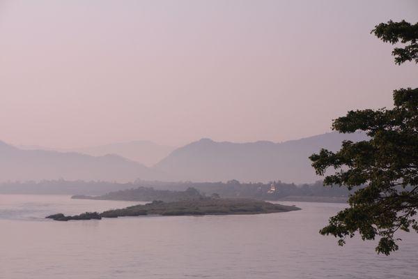Cần dừng xây đập để cứu sông Mê Kông