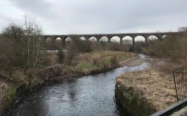 Sông Tame ở Denton, Anh có mức ô nhiễm microplastic cao nhất thế giới