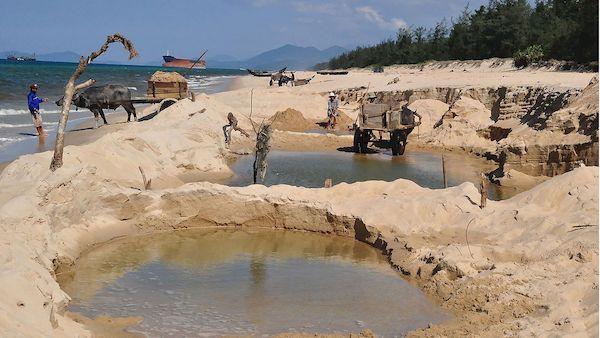 Nhiều ngôi làng ở miền Trung đang chìm dần – Bài 3: Cần đồng thuận chống sạt lở
