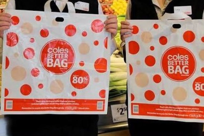 Chuỗi siêu thị Australia bị dọa tẩy chay vì chính sách về túi nilon