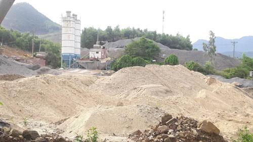 Đà Nẵng: Ai cho phép khai thác cát làm đường?