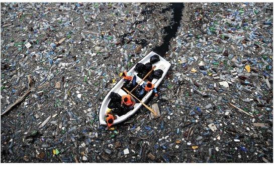 """Các đại dương """"nghẹt thở"""" vì nhựa!"""