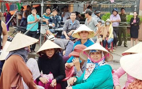 Đà Nẵng: Hàng trăm người dân bao vây nhà máy thép