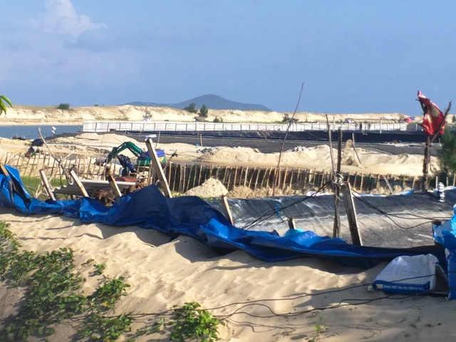 Nóng chuyện lấn rừng phòng hộ, hút cát, xây hồ nuôi tôm trái phép ở Phú Yên