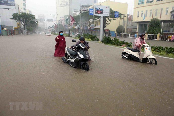 Hình ảnh Đà Nẵng chìm trong nước sau trận mưa lớn kéo dài