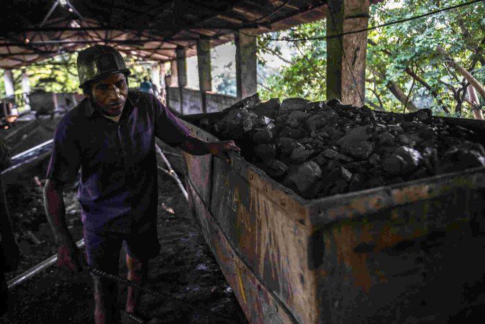 Vì sao thế giới khó dứt bỏ than?