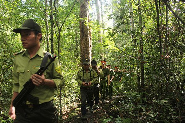 Thầm lặng những người giữ rừng