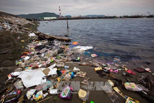 Những thách thức về an ninh môi trường – Bài 2: Sức ép về nguồn nước và môi trường biển
