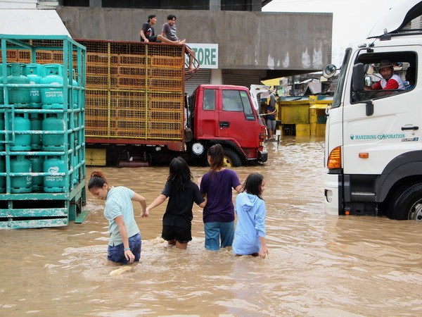 Số nạn nhân thiệt mạng do bão, lở đất ở Philippines lên tới 122 người