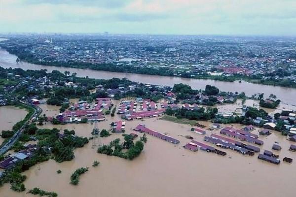 Hàng nghìn người rời bỏ nhà cửa do lũ lụt, sạt lở đất tại Indonesia