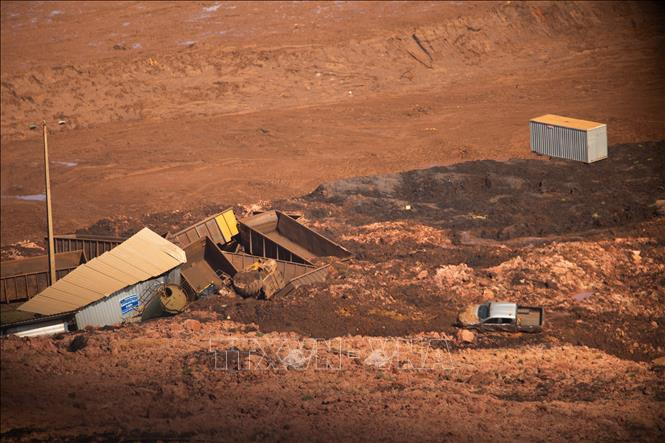 Hàng trăm người vẫn mất tích, Brazil cảnh báo nguy cơ vỡ thêm đập