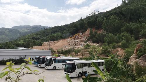 Ngang nhiên khai thác đá tại vùng sạt lở