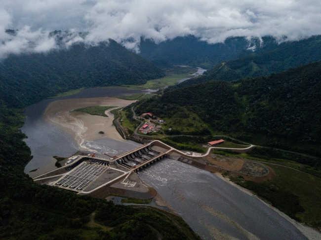 Trung Quốc bẫy nợ và bòn rút Ecuador bằng đập thủy điện khổng lồ