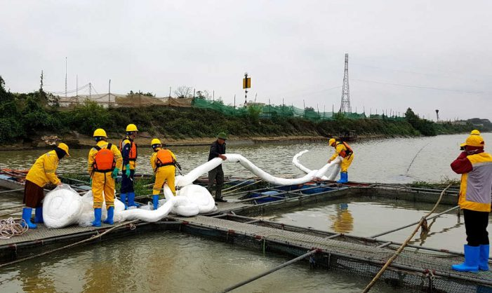 Hải Dương: Xử lý cơ bản dầu tràn trên sông Kinh Thầy