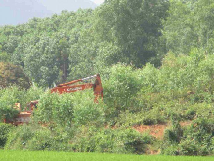 Bình Định: Giấy phép hết thời hạn khai thác, doanh nghiệp tiếp tục khai thác đất ở núi Chà Rây