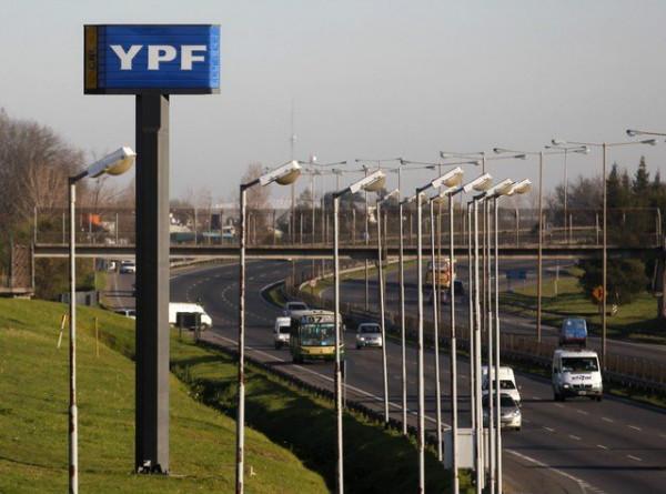Các nhà hoạt động phong tỏa lối vào khu chứa chất thải mà các công ty dầu khí sử dụng ở Argentina