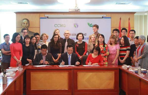 Cục Biến đổi khí hậu và các tổ chức phi chính phủ ký Bản ghi nhớ hợp tác