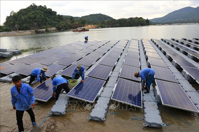 Điện than trước nguy cơ hụt hơi so với điện mặt trời và điện khí