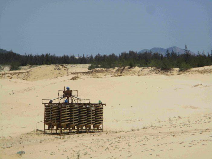 Bình Định: Khai thác cát trái phép tại các mỏ khai thác khoáng sản titan xã Mỹ Thành